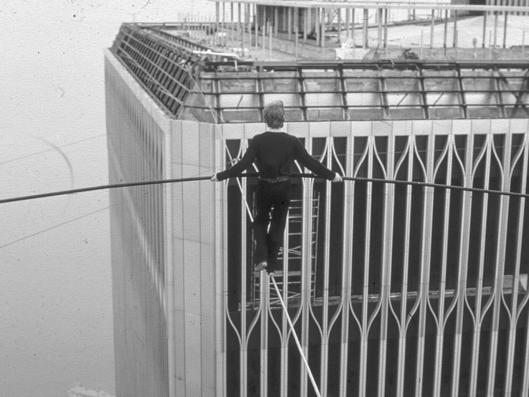 philippe-petit-world-trade-center-tight-rope-walk-3